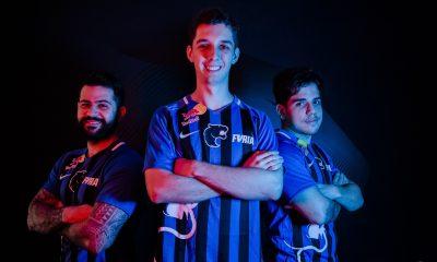 Representantes do time de CS:GO posam com o novo uniforme da FURIA (Crédito: Kaique Torrubia)